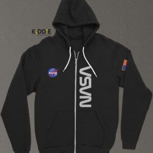 Buzo Estampado Hoodie con Cierre NASA III SE – Negro