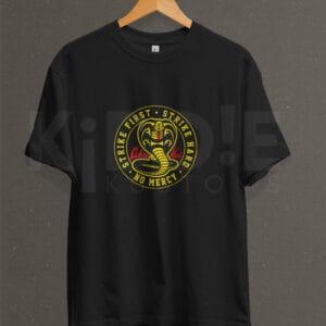 Remera Estampada Unisex Cobra Kai Front Logo – Negra