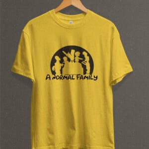"Remera Estampada Unisex The Simpsons ""A normal Family"" – Amarilla"