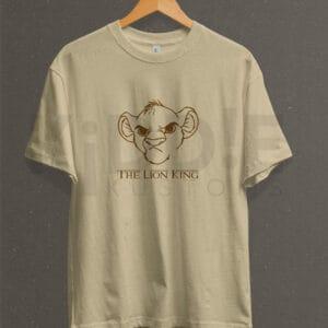 Remera Estampada Unisex Simba – Camel