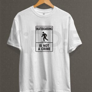 Remera Estampada Unisex Skateboarding is not a Crime – Blanca