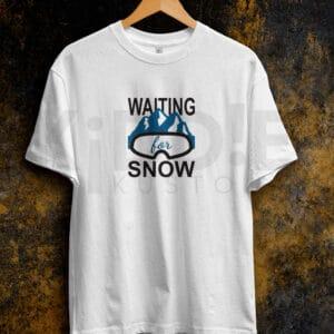 Remera Estampada Unisex Waiting for Snow – Blanca